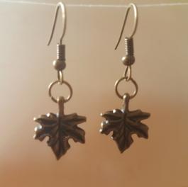 Ohrringchen Ahornblatt Bronze