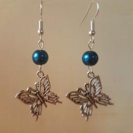 Ohrringchen silberfarbener Schmetterling mit petrolfarbener Perle