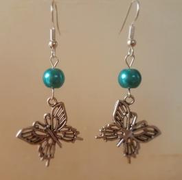 Ohrringchen silberfarbener Schmetterling mit türkiser Perle