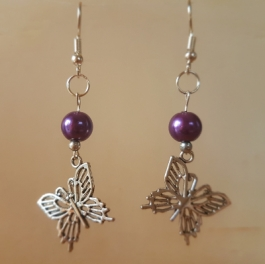 Ohrringchen silberfarbener Schmetterling mit violetter Perle