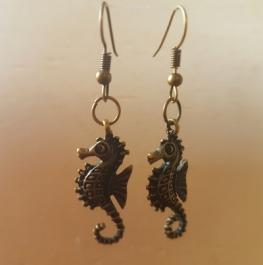 Ohrringchen Seepferdchen Bronze