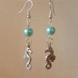 Ohrringchen Seepferdchen Silber mit aquamarinfarbener Perle